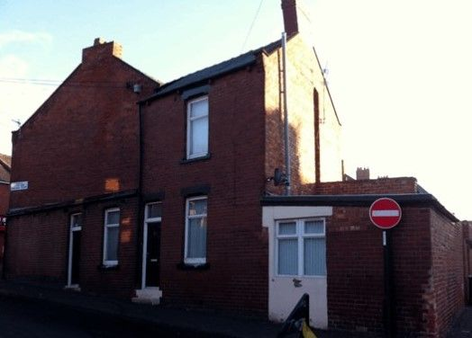 a Hedworth Terrace, Houghton le Spring